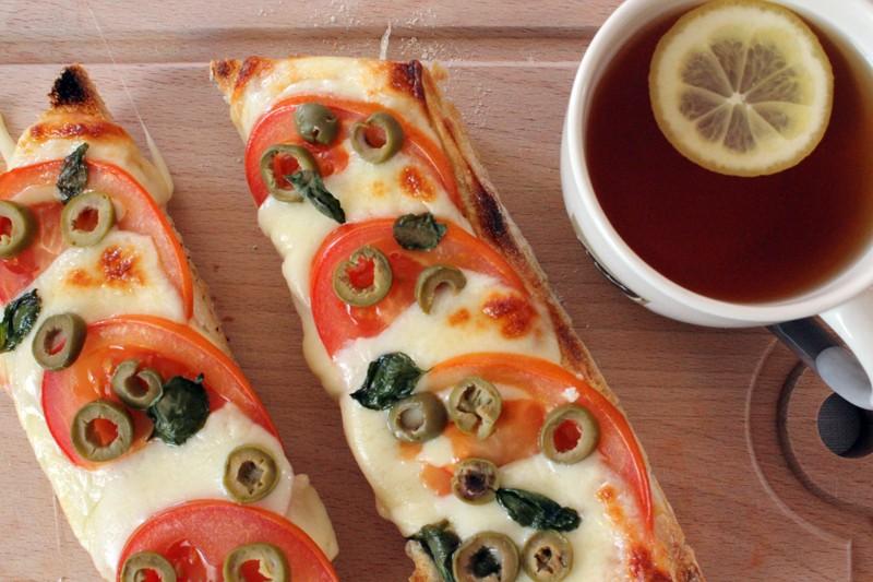 bagietka z mozzarella