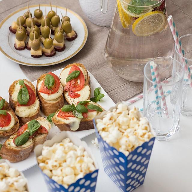 Jak zorganizować sobie wieczór kinowy w domu, żeby było ciekawie, smacznie i wygodnie? O tym na blogu www.kameralna.com.pl  #nowypost #kino #relaks #wdomu #film  #yummy #blog