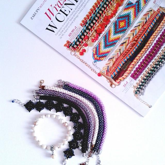 Moja koralikowa kolekcja bransoletek :-) Czytam w #instyle, że to hit sezonu! #jestemmodna #fashionblogger #akcesoria #bransoletkadlagosi