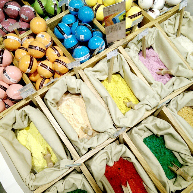 Kraina zapachów i barw. Uczta dla zmysłów :-) @organique.pl #galeriawarminska #kosmetykinaturalne #organique