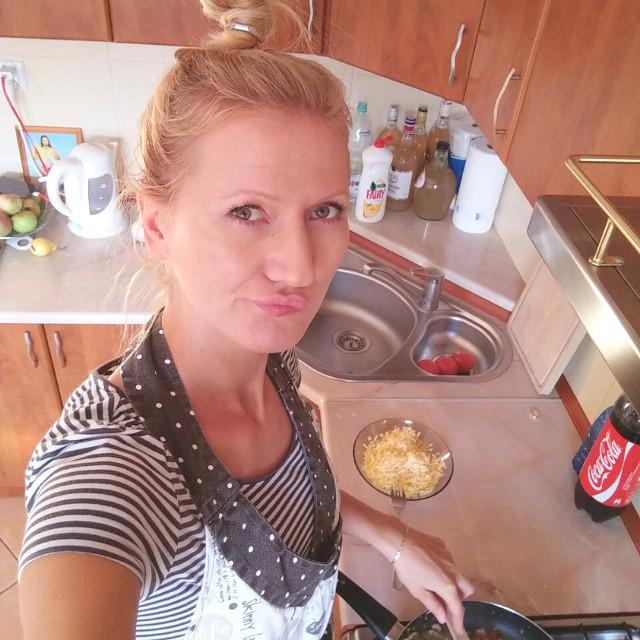 Bo miejsce kobiety jest w kuchni ;-) #dinner #dinnertime #yummy #głodna #kobieta #wkuchni