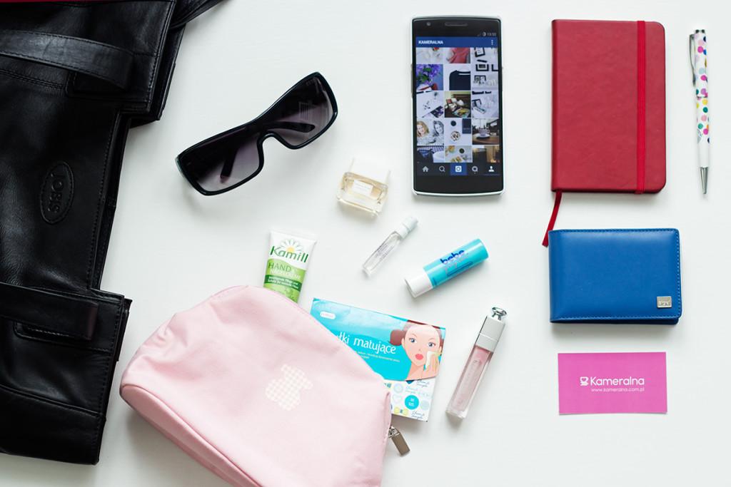 fd3cb21e18342 Co zawierają Wasze torebki? Plus moje bag selfie | Kameralna