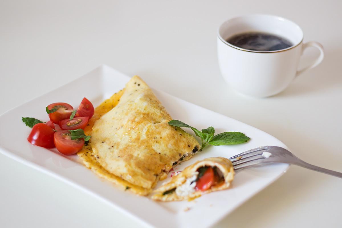 omlet-z-ricotta-i-pomidorkami
