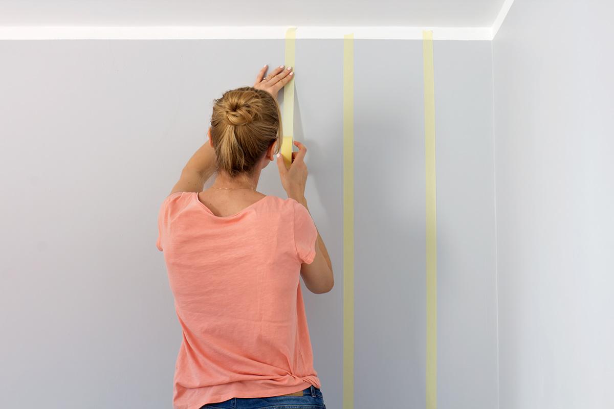 paski na ścianie