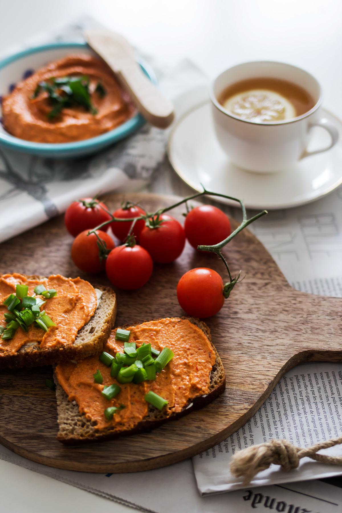 przepis na hummus paprykowy