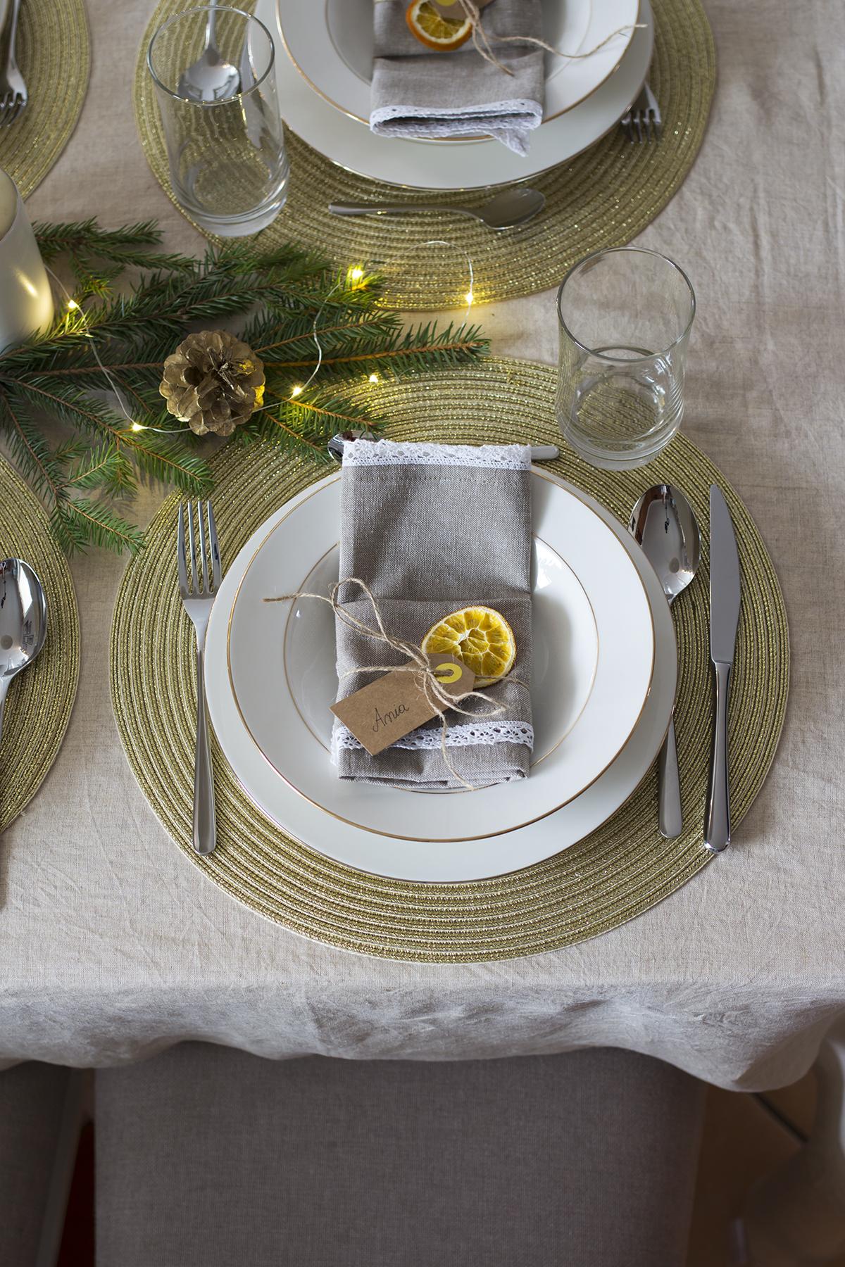 wigilijne nakrycie stołu